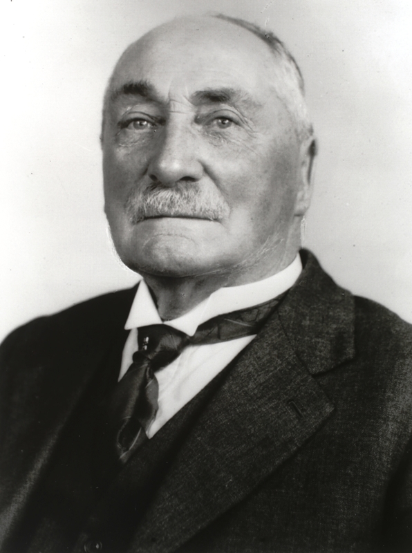 """Arthur Norman Smith (1862 - 1935) General President AJA 1910 Attended all sittings of the Commonwealth Parliament in Melbourne from 1901-1927. Author of """"Thirty Years The Commonwealth of Australia 1901-31"""""""