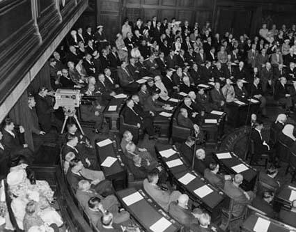 Federal Parliament was broadcast for the first time at the official opening of the 23rd Parliament, 17 February, 1959. Broadcasts of Parliament like this were very rare until the 1990s. Photo: W Pedersen.